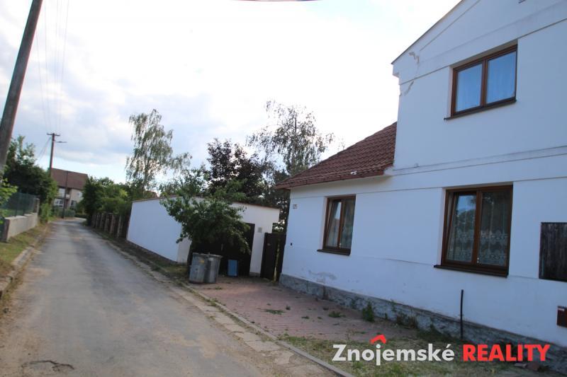 Rodinný dům 5+1 s uzavřeným dvorem a zahradou.